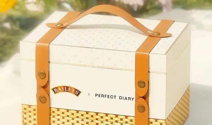 """完美日记""""野餐篮""""礼盒,甜醺风的包装自带绝美滤镜"""
